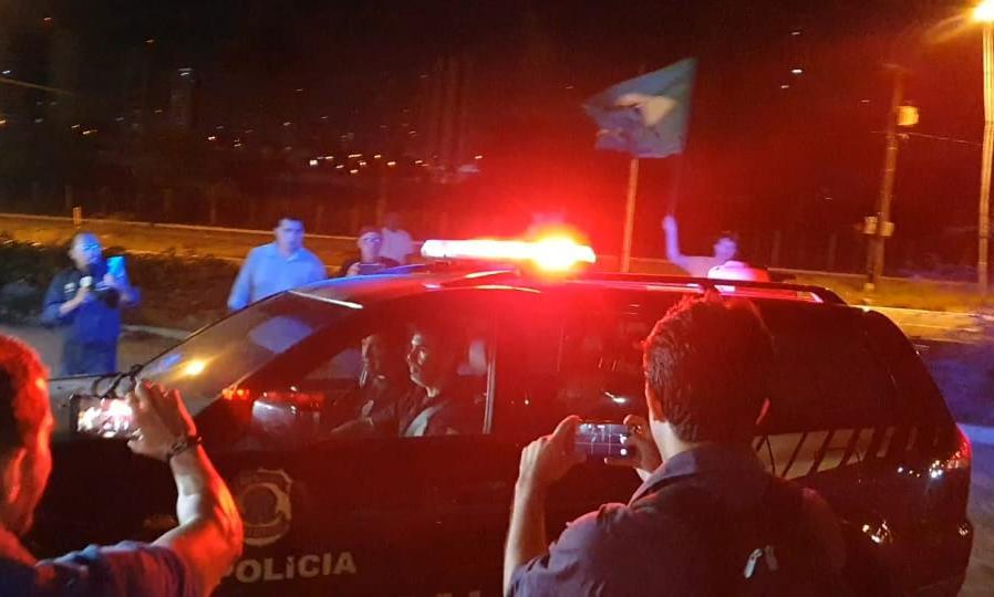 Resultado de imagem para Viaturas da PF com Ricardo Coutinho no aeroporto de natal