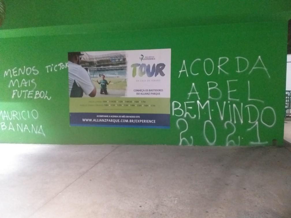 [COMENTE] Você concorda com protesto no Allianz e a pressão em Abel por má fase do Palmeiras?